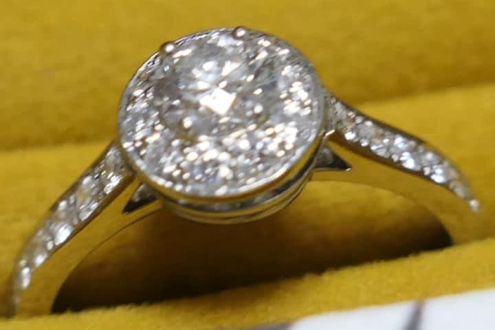 d5024eba1539 婚約指輪はヴァンクリーフ&アーペルのイコーヌ | トミーの経理入門
